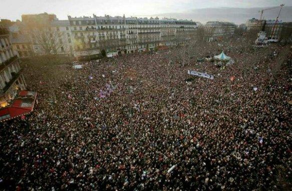 Nuit Debout 4 Paris crowds